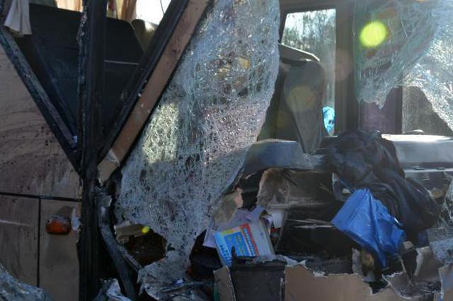 成渝环线西永段小客车与货车相撞 致7人死亡2人受伤