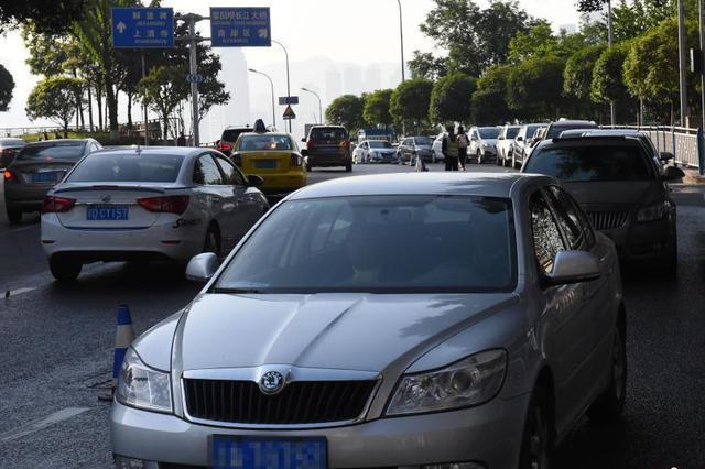 五一假期高速公路免费 车流量较平时翻番
