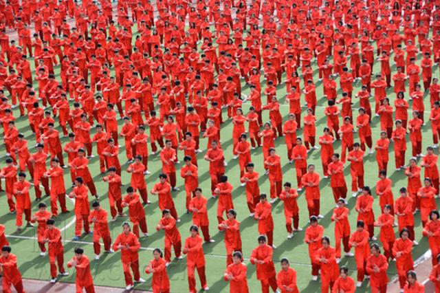 重庆一中学千人集体打太极 场面壮观(图)