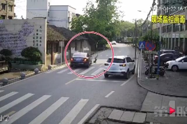 防不胜防!重庆一小男孩飞奔过斑马线被轿车撞飞