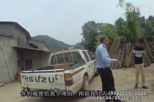 """重庆男子闹离婚要进派出所""""冷静"""" 持刀威胁民警被行拘"""
