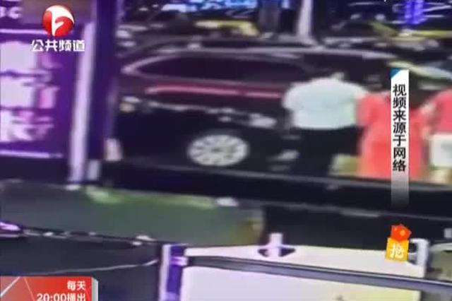 重庆:男子酒后猥亵女子 引发街头群殴