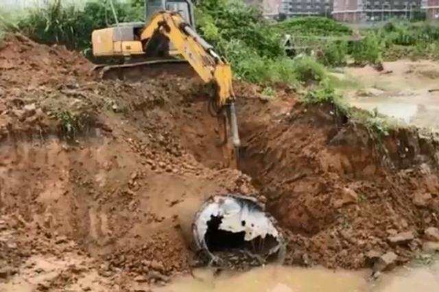 大雨导致土壤沉降主水管损坏 大学城要停水三天