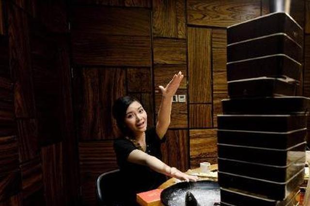 重庆妹子一个人吃火锅点16份菜 一顿下来增重12斤