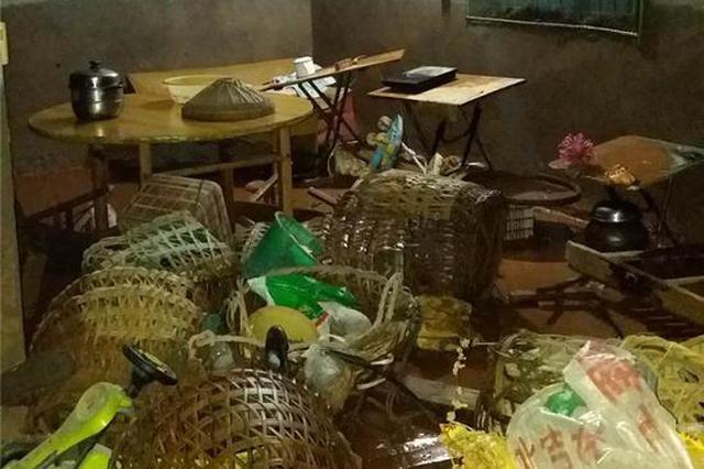 暴雨夜袭巴南民宅水淹半米 30多名被困村民连夜转移