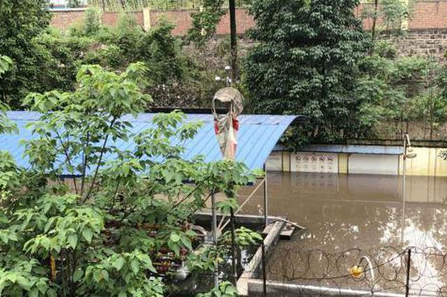 重庆遭遇强降雨来袭 大渡口一供气站被淹