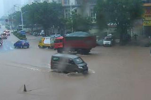 开州多地降雨量突破100mm 一夜暴雨城区可看海