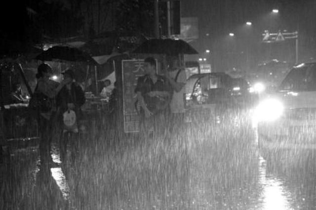 重庆启动暴雨三级应急响应 最低气温降至13℃