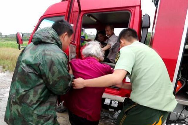 暴雨天河边放生突遇涨水 6名老人被困黄家坝