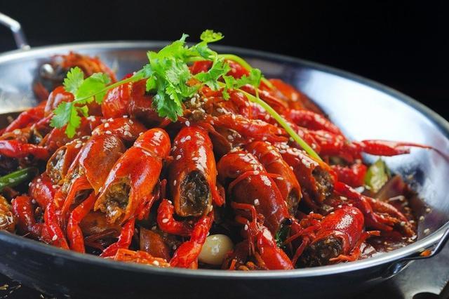 游客在重庆辣椒吃多了腹痛 获民警帮助感动致谢