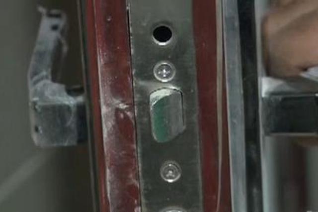 """重庆一小区居民楼惊现""""奇门"""" 不用钥匙可进每家门"""