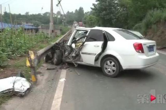 涪陵发生惨烈车祸 小车钻进公路护栏