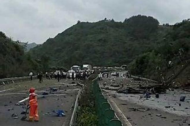 危化品货车高速起火4人受伤 沪蓉高速云奉段双向交通中断