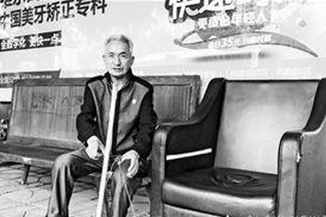 等车的小伙伴们有福了!重庆公交车站惊现豪华沙发椅