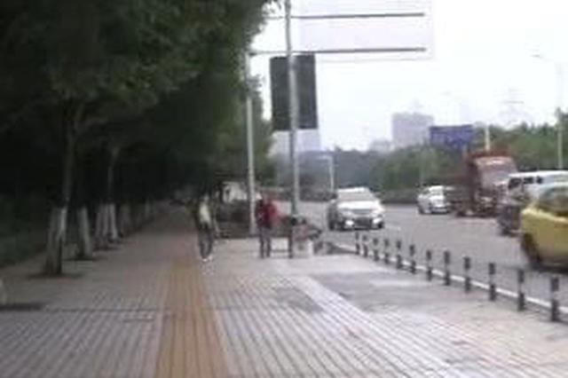重庆这条人行道 把过路市民摔惨了!