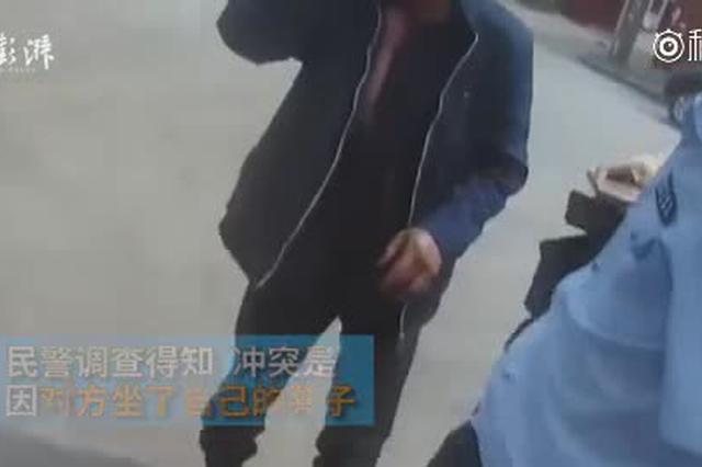 两男子各持一米长铁钳斗殴 重庆警方:系工友