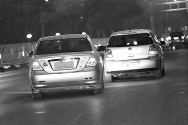 """幽灵""""黑车""""?司机出示驾照 信息显示其已死亡…"""
