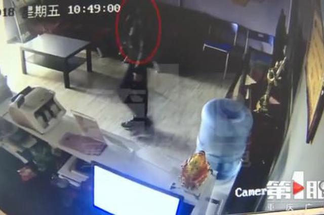 """重庆一男子多次入室盗窃 对零食饮料""""情有独钟"""""""