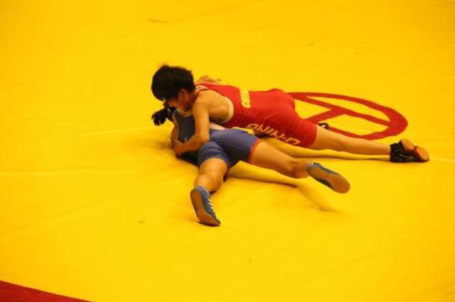 重庆18岁摔跤少女突然放弃冠军路 背后原因令人流泪