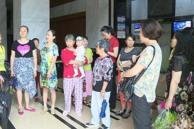 """重庆一小区电梯频繁被淹 居民怀疑有人""""放水"""""""
