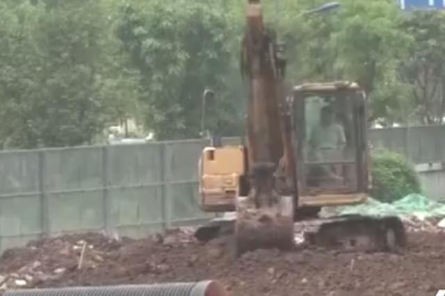 施工不当挖破燃气管道 附近居民用气受到影响