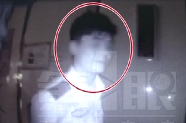 重庆:男子身穿民警制服 到沙坪坝一酒吧干这事
