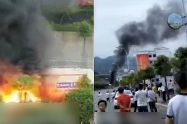 重庆一罐车起火发生爆炸 现场一声巨响