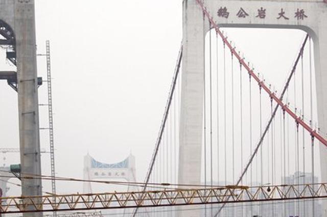 缓解鹅公岩大桥南桥头交通拥堵 警方增设抓拍设备