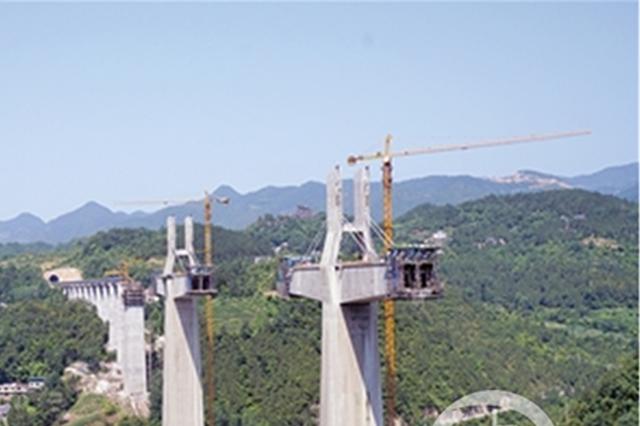 阿蓬江特大桥施工现场。