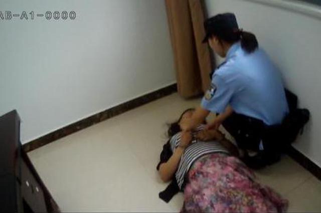 """重庆:""""老赖""""上演苦情戏 逃避执行被拘留"""