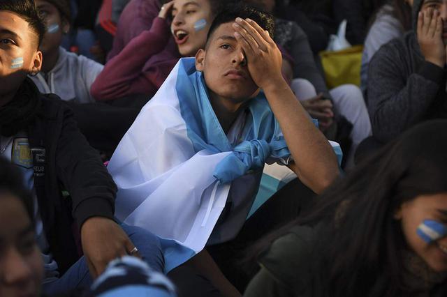 重庆:丈夫熬夜看世界杯 怀孕妻子打110报警