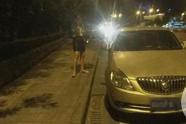 支持的世界杯球队输了 重庆小伙气得把女友和车丢了