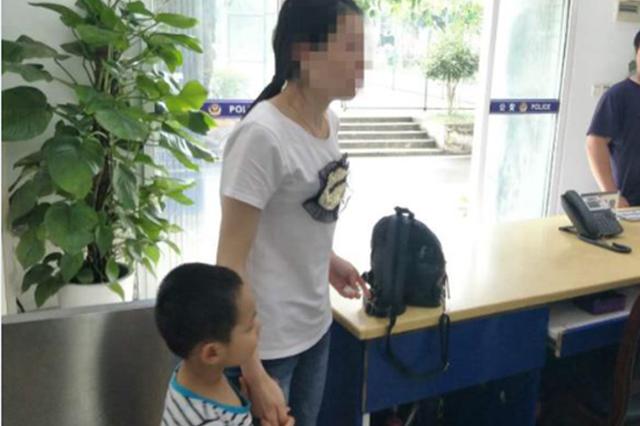 重庆两口子闹离婚 父亲竟把孩子扔下自己走了……