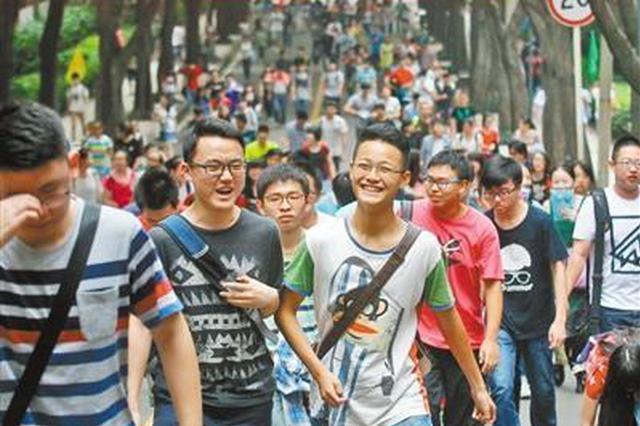 重庆47701名文理类考生上一本线 1569所高校来招人