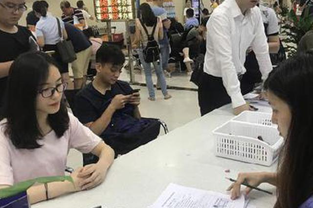 """九龙坡发出首张""""三十一证合一""""营业执照"""
