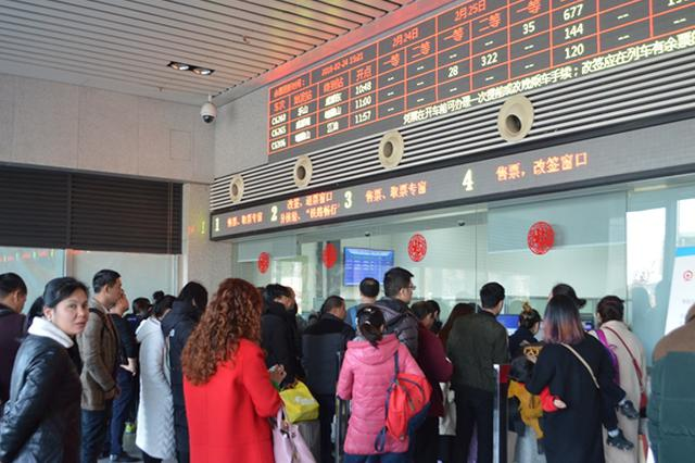 重庆多个长途汽车站迎暑运高峰 开通多条避暑旅游线