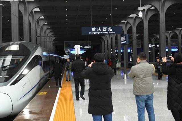 重庆火车北站和西站间开行公交化列车 发送旅客超3万