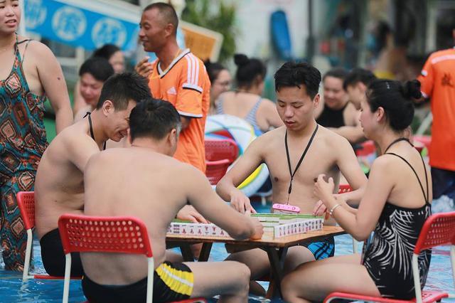 """重庆继续发布""""高温红色预警"""" 大部地区气温42℃"""