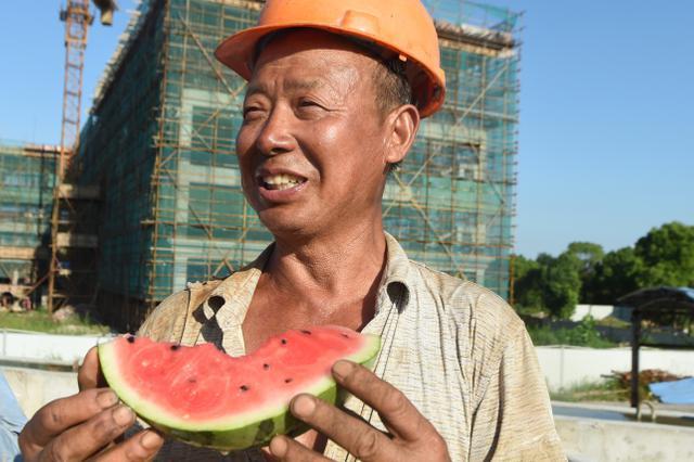 重庆高温中暑预警升级 你需要这份防暑指南
