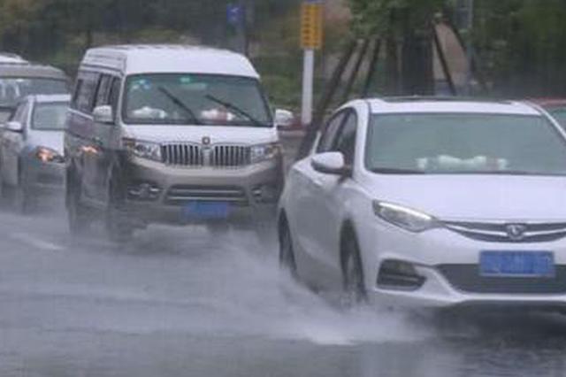 重庆渝北遭11级大风 多处受损致交通受阻
