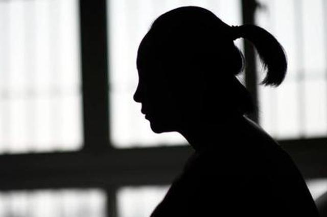 怀孕两月的张丹(化名)独自守在空房中,丈夫李军(化名)离家出走后,两人足足有一个月没见面。