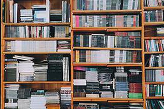 歌乐山上住着一位音乐达人 收藏十几万张CD唱片