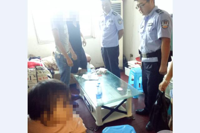 重庆:一儿一女还在屋内 女子竟在家聚众吸毒