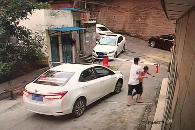 男子租车去借钱撞坏两辆车 逃逸时又殴打阻拦保安