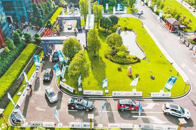 过隧道、避让行人 自动驾驶汽车挑战城市复杂场景
