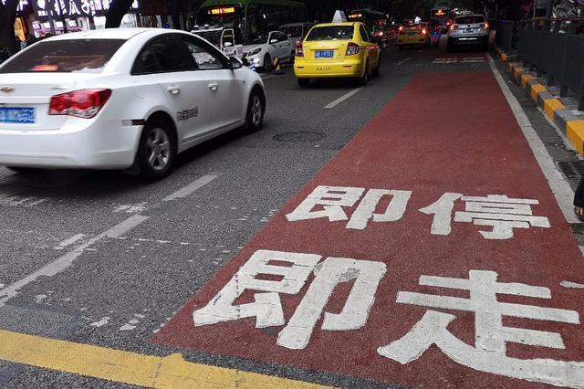 开学了 学校周边新增接送车辆临停车位