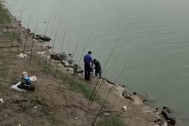渝中李子坝嘉陵江畔钓鱼日常!快来找亮点