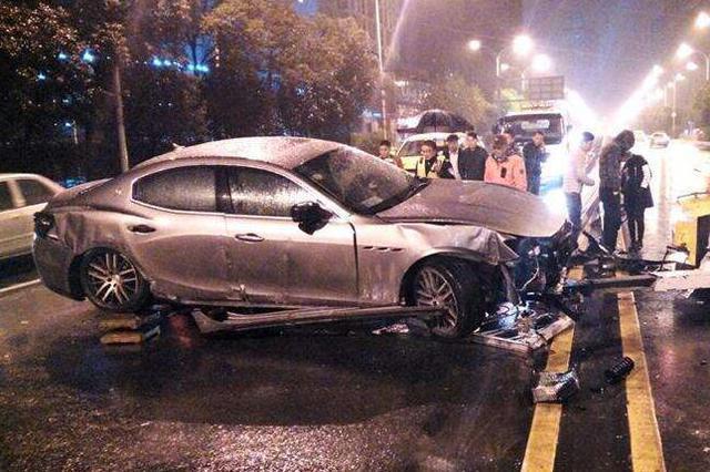 重庆:奥迪男连撞多车后逃逸 面对民警询问戏精附体