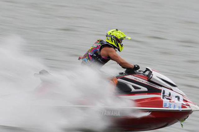 航拍水上摩托艇竞赛 水中蛟龙卷起浪花朵朵