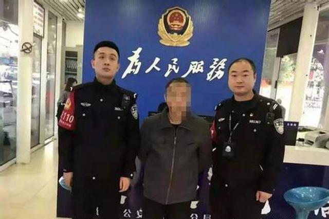 自投罗网 逃犯围观民警法制宣传被抓获